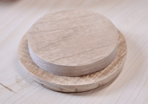 Sanded circles which will be glued together to make a lid